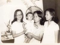 Thoại Vân, bé Lan Anh, Dung, Lan A
